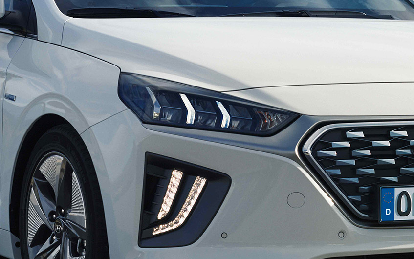 https://www.hyundaimotors.co.il/wp-content/uploads/2019/03/new-ioniq-outside-led-pic-desktop-1.jpg