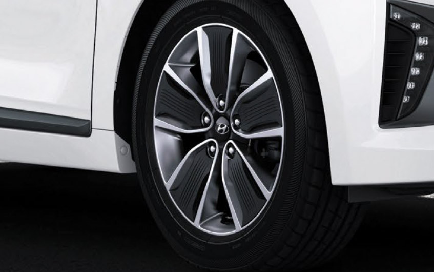 https://www.hyundaimotors.co.il/wp-content/uploads/2019/03/new-ioniq-outside-wheel-pic-desktop.jpg