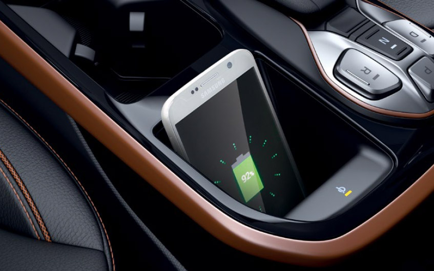 https://www.hyundaimotors.co.il/wp-content/uploads/2019/03/new-ioniqEV-inside-gallery-charger-pic-desktop-1.jpg